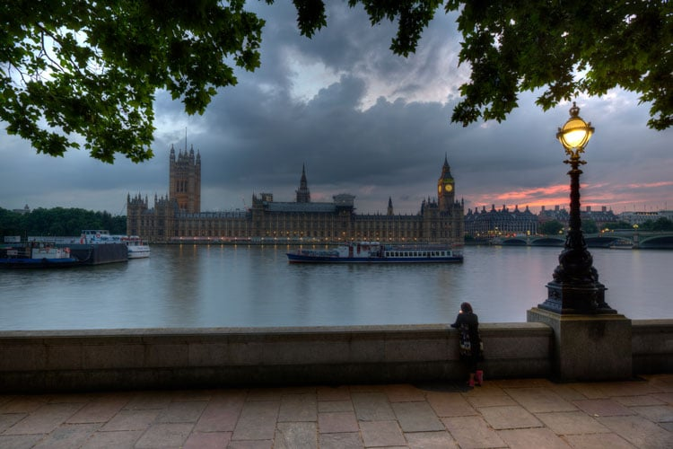 6 Features That Suggest You Have A Grungy HDR Image (+ how